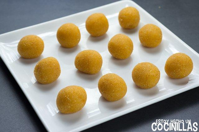 Panellets de boniato (formar bolas)