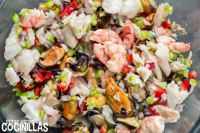 Salpicón de pescado y marisco (mezclar)