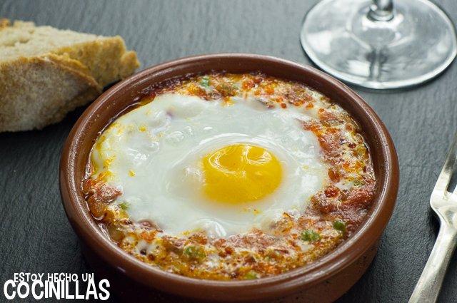 Huevos al plato con chorizo