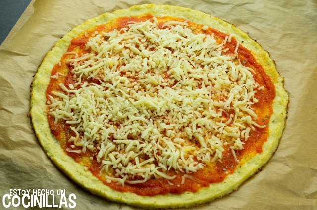 Pizza de coliflor (tomate y mozzarella)