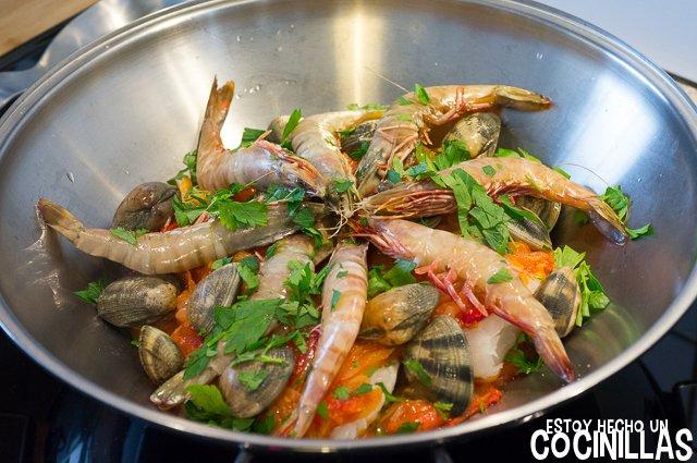 Cataplana de bacalao (langostinos y almejas)
