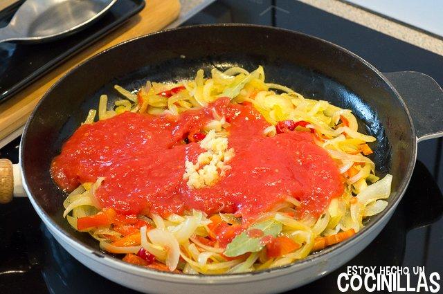 Cataplana de bacalao (tomate y ajo)