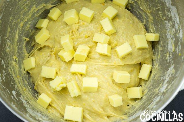 Roscón de reyes con nata (mantequilla)