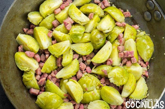 Receta de coles de bruselas con jam n - Cocer coles de bruselas ...
