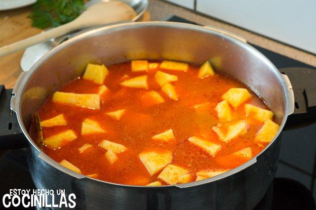 Patatas con bacalao (agregar caldo)