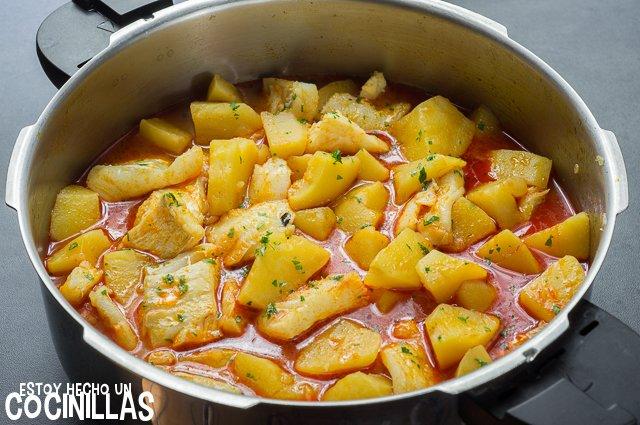 Receta de guiso patatas con bacalao - Bacalao con garbanzos y patatas ...