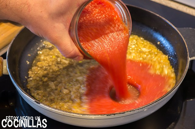 Alitas de pollo con tomate (agregar el tomate triturado)