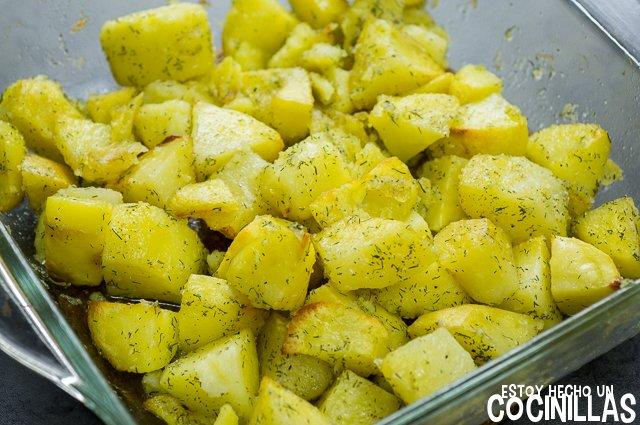 Patatas con eneldo al horno (media cocción)