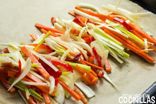 Salmón en papillote con verduras (cortar verduras)