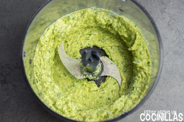 Pesto de aguacate (triturar)
