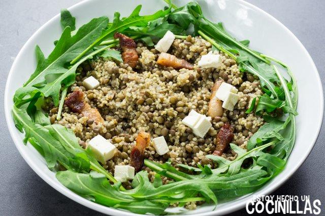 Ensalada de lentejas, quinoa y rúcula (cebolletaqueso fresco