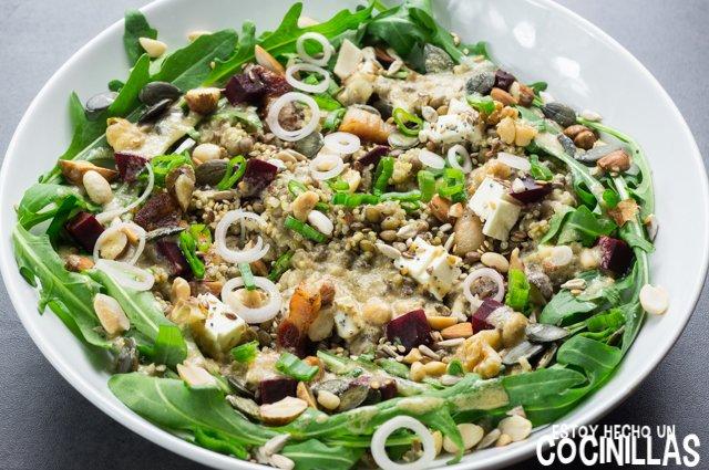 Ensalada de lentejas, quinoa y rúcula (cebolleta)