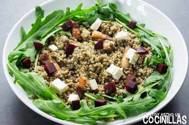 Ensalada de lentejas, quinoa y rúcula (remolacha)