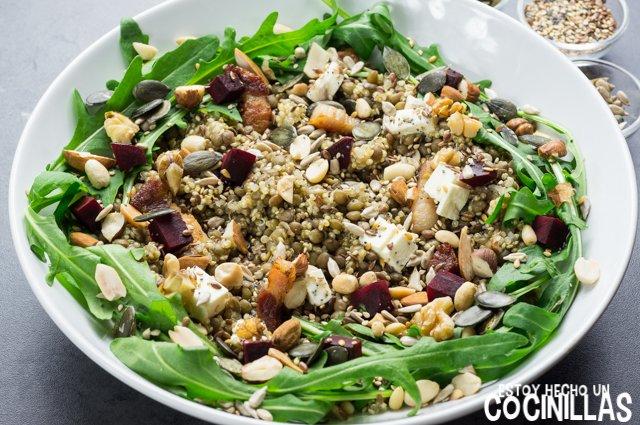 Ensalada de lentejas, quinoa y rúcula (semillas)