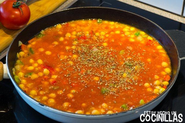 Garbanzos con tomate, pimientos y queso feta (agregar tomate)