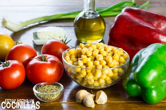 Garbanzos con tomate, pimientos y queso feta (ingredientes)