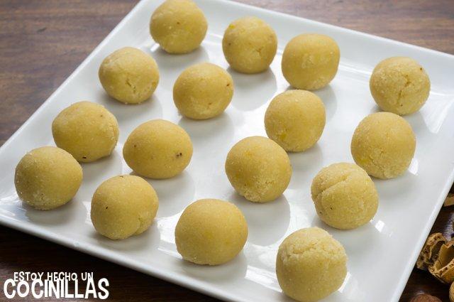 Panellets con claras (formar bolas)