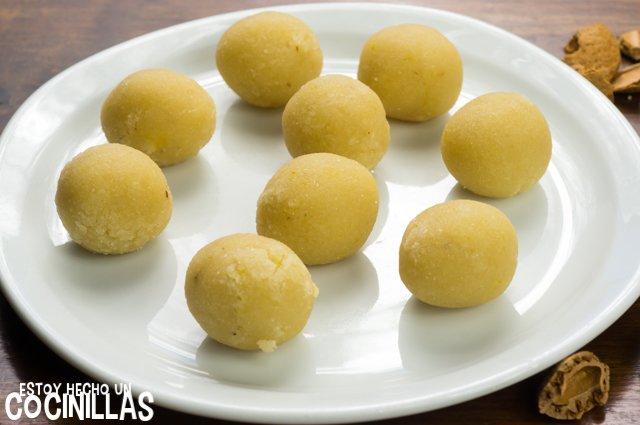 Panellets de cereza (formar bolas)