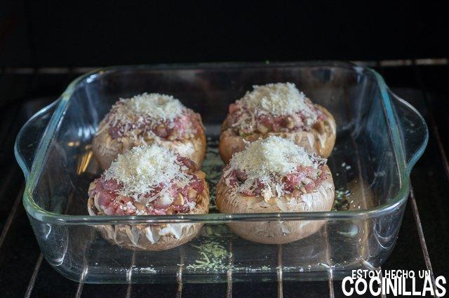 Champiñones rellenos de carne (horno)