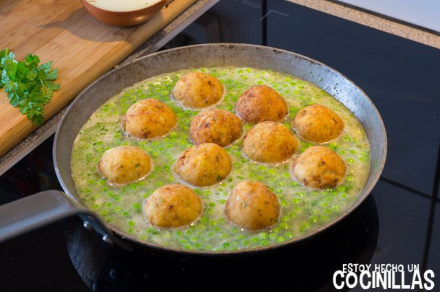 Albóndigas de bacalao en salsa verde (cocer)