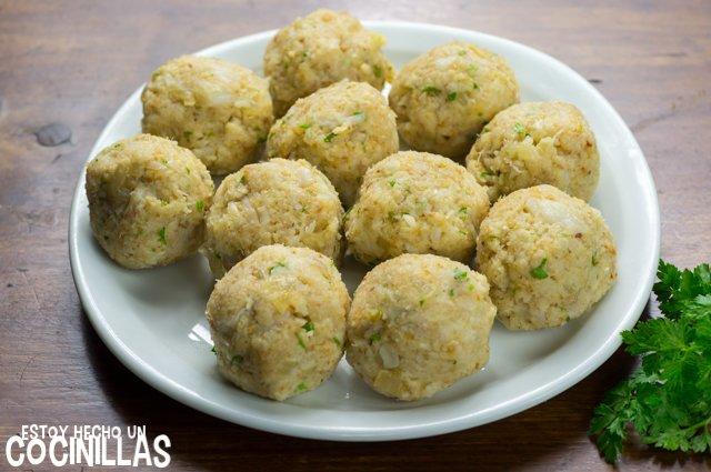 Albóndigas de bacalao en salsa verde (formar bolas)