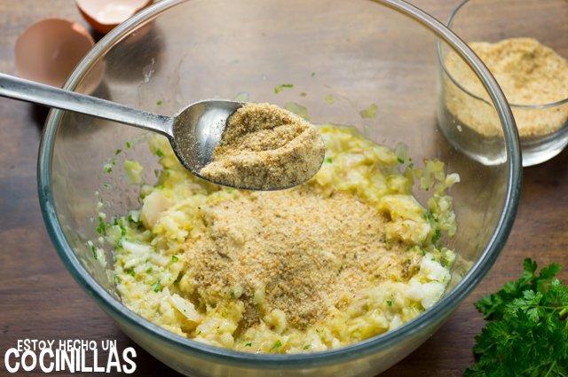 Albóndigas de bacalao en salsa verde (pan rallado)