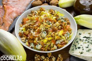 Ensalada de endivias con salmón, roquefort y nueces