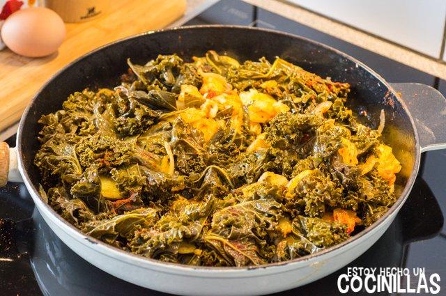 Kale con patatas, huevo y pimentón (mezclar)