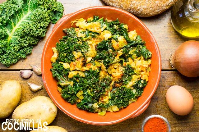 Kale con patatas, huevo y pimentón (kale a la extremeña)