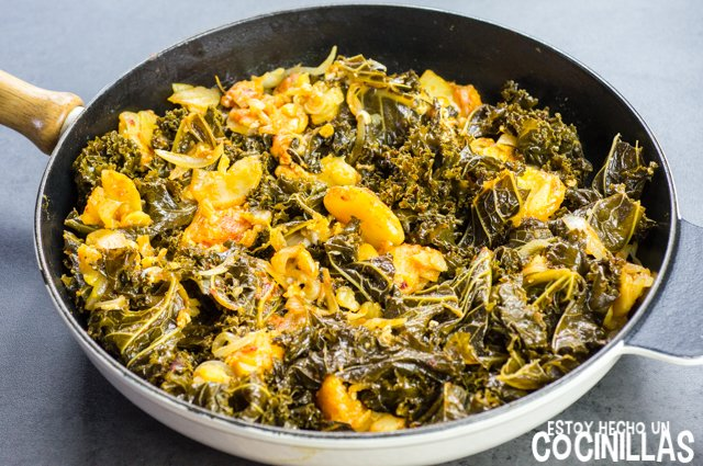 Kale con patatas, huevo y pimentón (sartén)