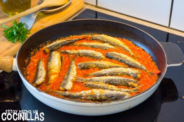 Sardinas con tomate (incorporar las sardinas)