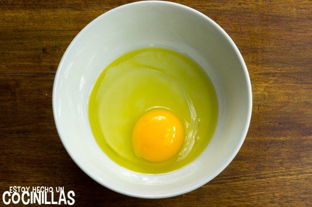 Huevo frito en microondas (cascar el huevo)