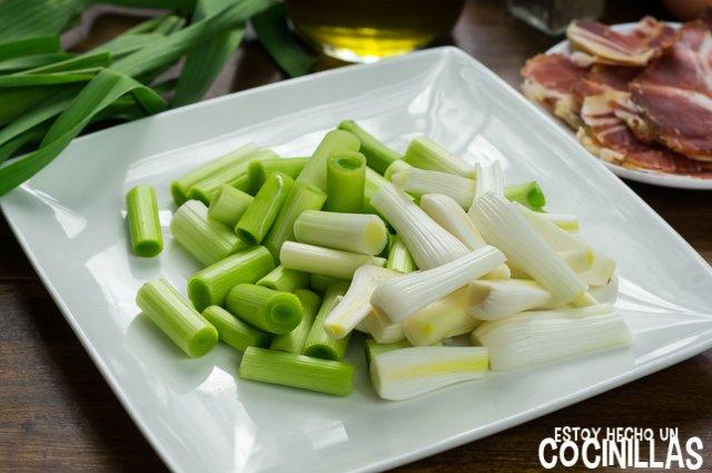 Revuelto de ajos tiernos con jamón (cortar)