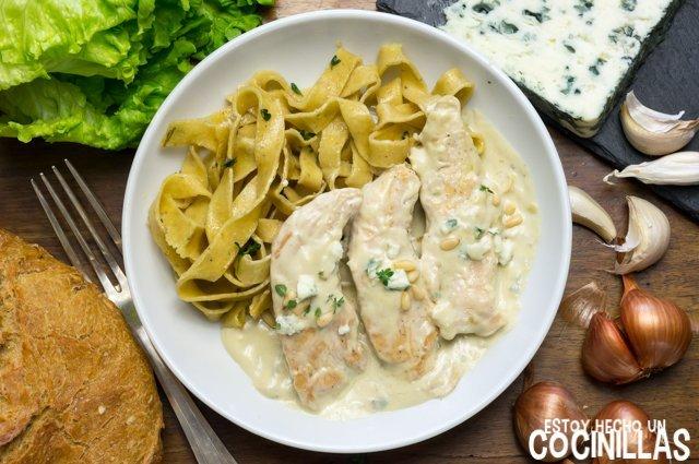 Solomillos de pollo con salsa de queso azul