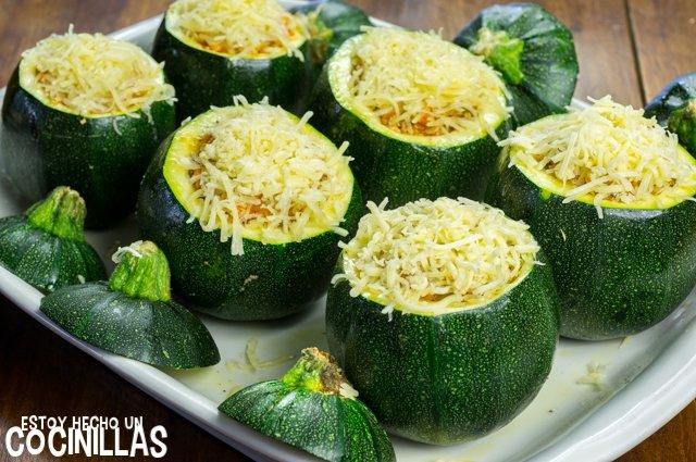Calabacines rellenos de carne (queso rallado)