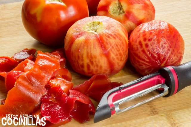 Pipirrana de Jaén (pelar los tomates)