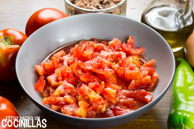 Pipirrana de Jaén (tomate troceado)