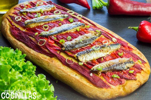 Coca de pimientos asados con sardinas