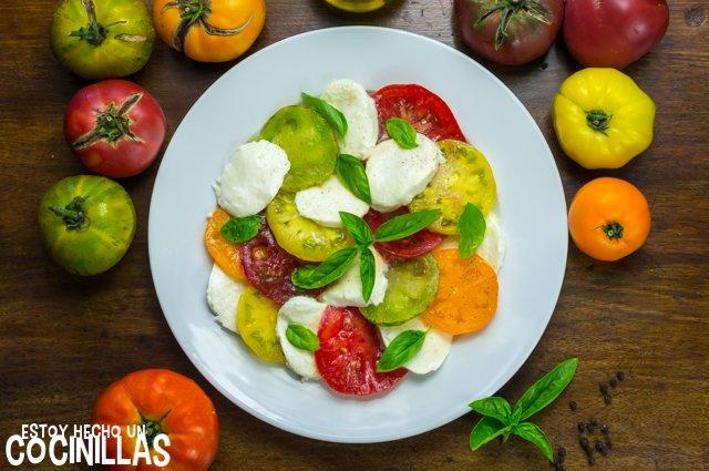Ensalada de tomate y mozzarella multicolor