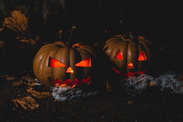 Linternas de calabaza típicas de Halloween