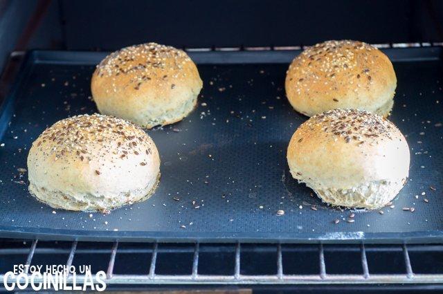 Pan de hamburguesa en el horno