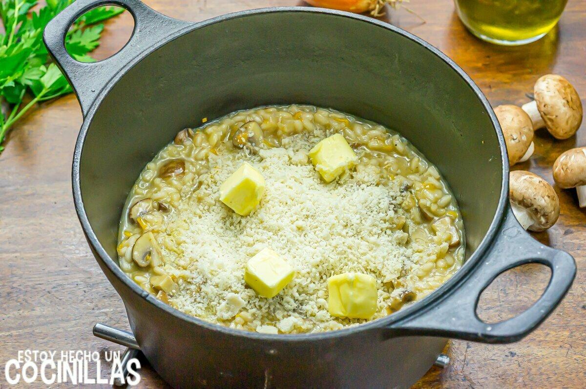 Risotto de champiñones (queso y mantequilla)