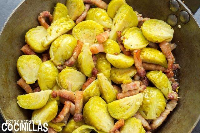 Coles de bruselas salteadas con bacon (receta)