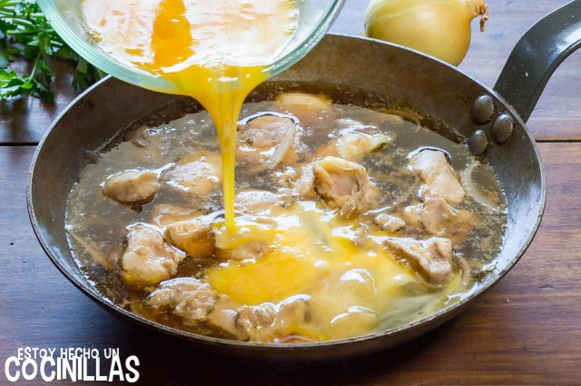 Oyakodon (huevo batido)
