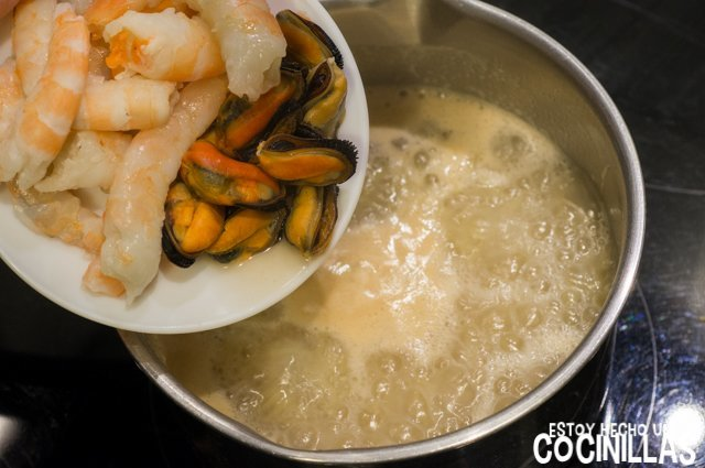 Sopa de pescado y marisco (gambas y mejillones)
