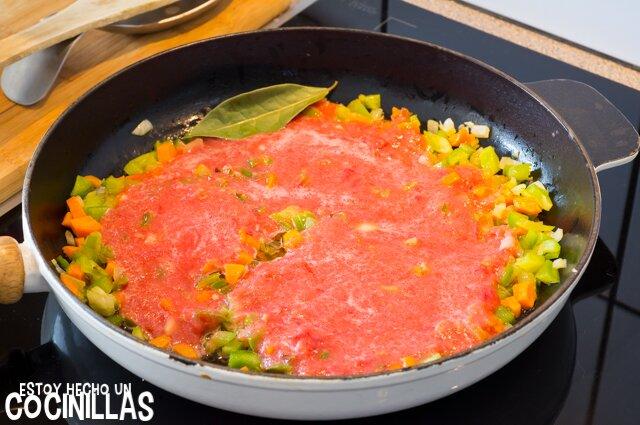 Calabacines rellenos de pollo (tomate)