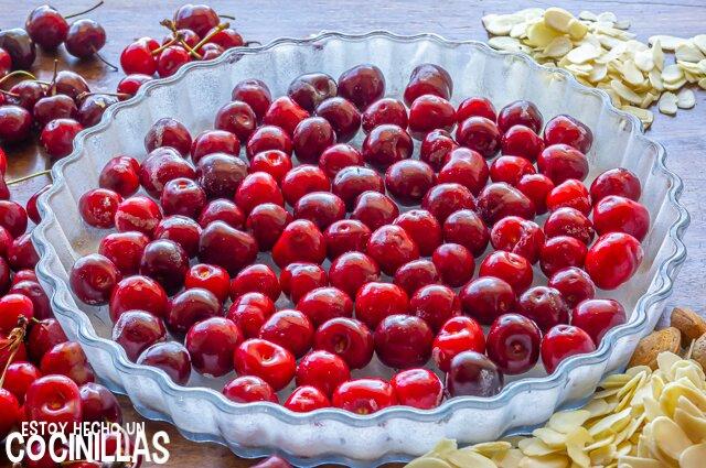 Clafoutis de cerezas con almendras (cerezas)