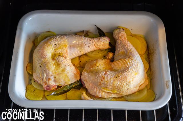 Cuartos traseros de pollo al horno (en el horno)