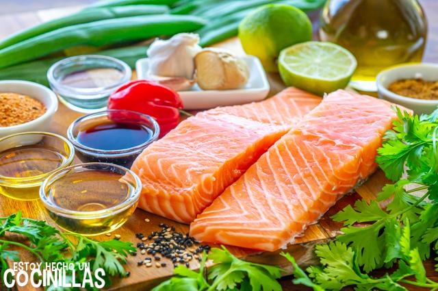 Ingredientes para preparar salmón a la plancha marinado con soja