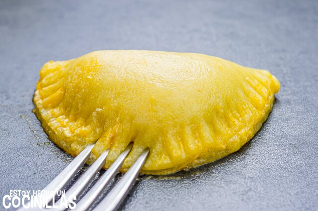 Empanadillas de pollo caseras (cerrar la oblea)